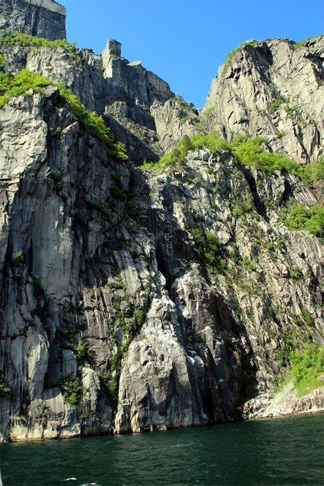 Prekestolen reiser seg 600 meter over fjorden. (Foto: Conrad Myrland, MIFF)
