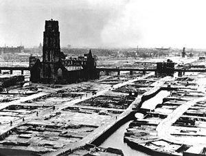 Etter teppebombing i Rotterdam 1940.