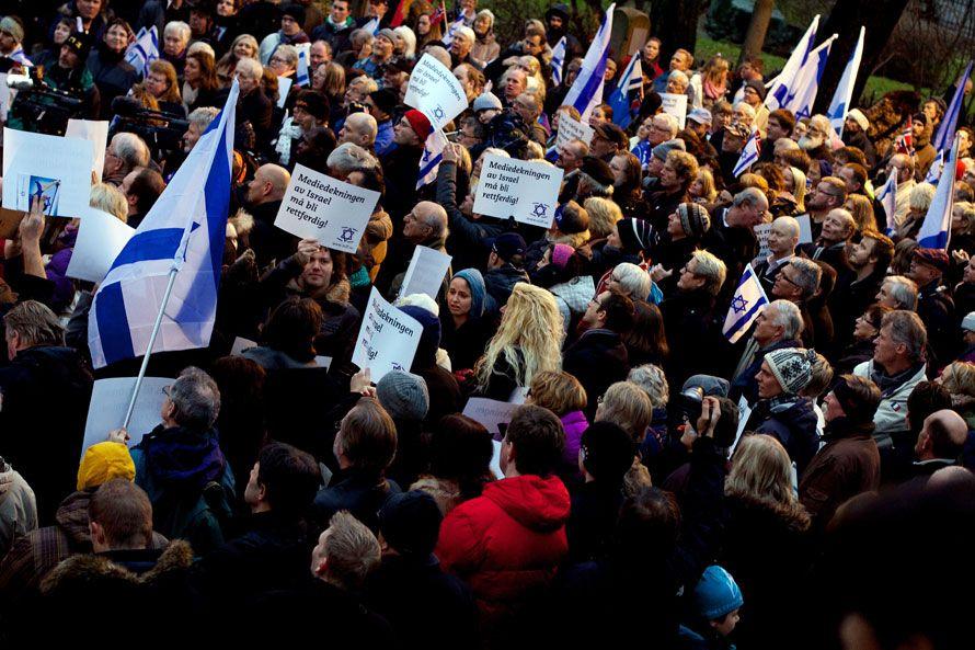 Flere hundre Israel-venner deltok i støttemarkeringen. (Foto: John Christian Fjellestad)