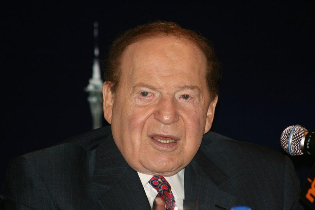 Israel Hayoms eier, Sheldon Adelson, er i hardt vær for dekningen i sin avis. (Foto: Wikipedia)