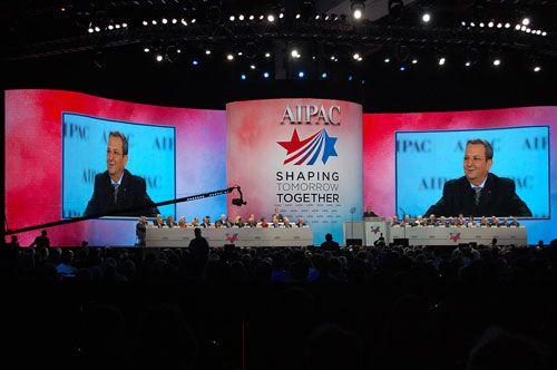 Israels avtroppende forsvarsminister Ehud Barak taler til forsamlingen. (Foto: Kenneth Rasmussen)