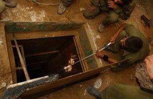 Åpningen til en smuglertunnel, gjemt inne i et palestinsk hus. (Illustrasjon: Israel Defence Forces, flickr.com)