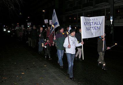 Omkring 70 personer deltok i fakkeltoget.