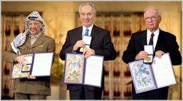 Yasser Arafat, Shimon Peres og Yitzhak Rabin da de fikk utdelt Nobels fredspris i Oslo. (Arkivfoto)