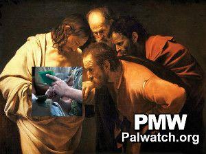 I palestinske myndigheters versjon setter Thomas fingeren inn i, ikke i et sår på Jesu side, men i såret til en skadet palestiner.