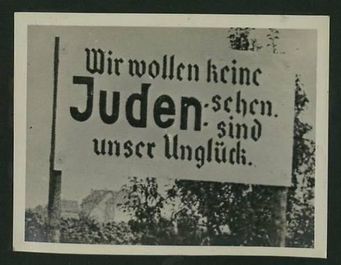 Vi vil ikke se noen jøder, jøder er vår ulykke. (Foto: National Library)
