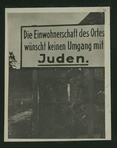 Innbyggerne på dette stedet ønsker ingen omgang med jøder. (Foto: National Library)