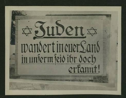 Jøder, flytt til deres eget land! (Foto: National Library)