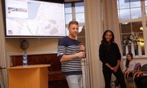 Efrat og Ido underviser. (Foto: Tor-Bjørn Nordgaard)