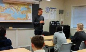 Guy Leibovich underviser ungdommer i Stavanger. (Foto: Privat)