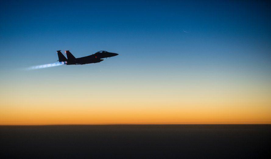 Det amerikanske luftforsvaret sendte sitt F-15E Strike Eagle over Irak i 2014 for å bombe IS-mål. (Illustrasjon: US Department of Defense, Wikimedia Commons)