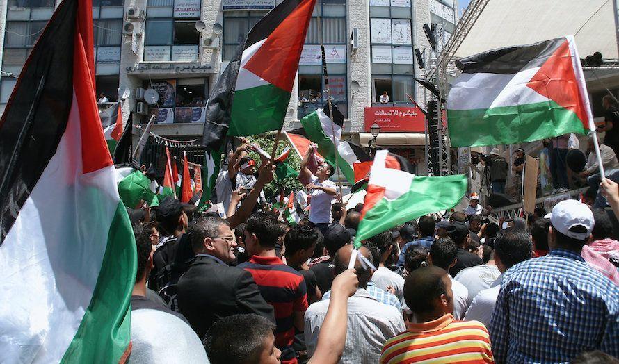 Hundrevis av demonstranter krevde Abbas´ avgang. Her fra en annen demonstrasjon i 2012. (Illustrasjonsfoto: Flickr)