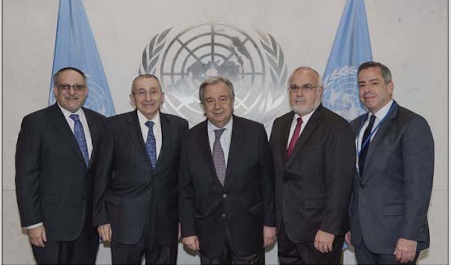 Representanter for Simon Wiesenthal-senteret fikk møte FN-sjef Antonio Guterres (i midten). (Foto: SWC)