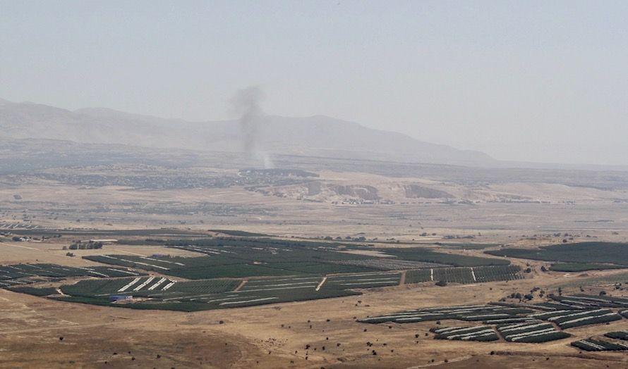 Fra utsiktspunktet i Israel kan man både se og høre krigshandlingene fra Syria.