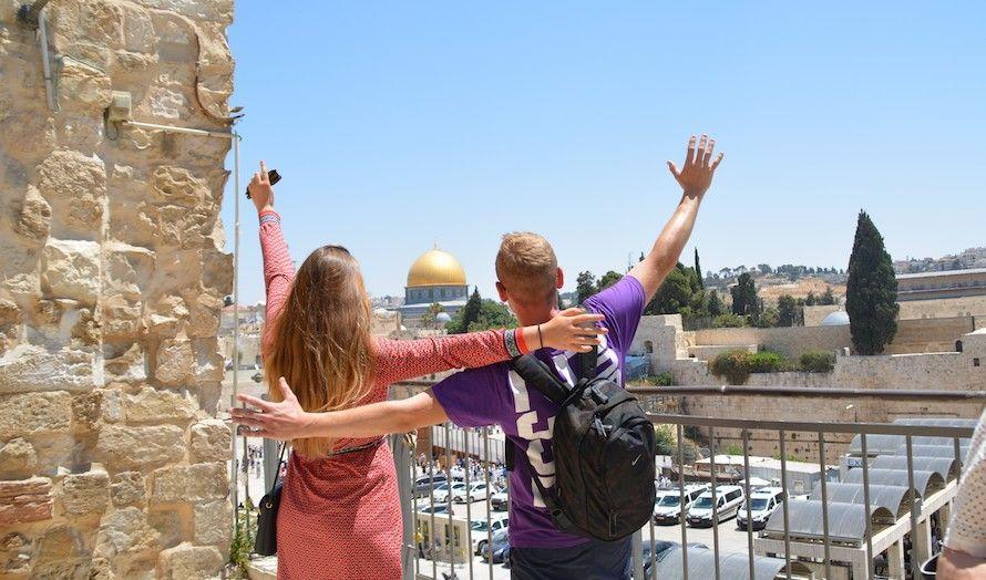 Ungdomsturen startet i Jerusalem. Mange var glad for å oppleve byen for første gang. (Foto: Nadia Fugleberg)