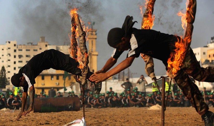 Deltakerne har blant annet skutt med skarpt og hoppet gjennom brennende ringer. (Foto: The Israel Project/Flickr)
