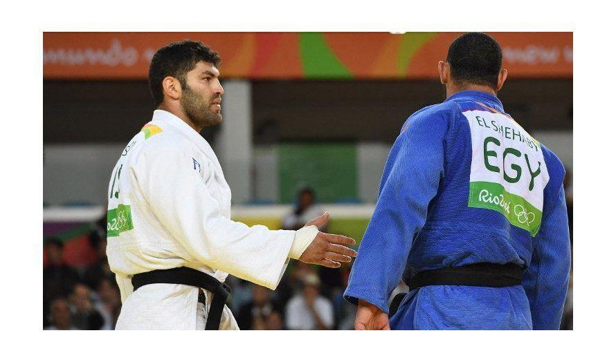 Israelske Or Sasson fikk ingen respons da han rakte ut hånden til egyptiske Islam El-Shehaby under OL i Rio de Janeiro. (Foto: Renaud Camus / Flickr.com / CC)